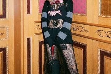 众明星出席米兰时装周宣美关晓彤同框风格对比明显